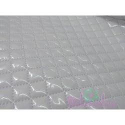 Tela plastificada y acolchada en blanco