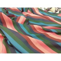 Tela de crepe finito en rayas multicolor