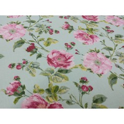 Flores en rosa viejo, fondo verde agua